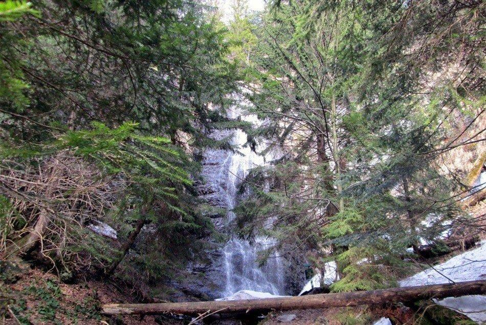 Ялинский водопад 8 км от Делового