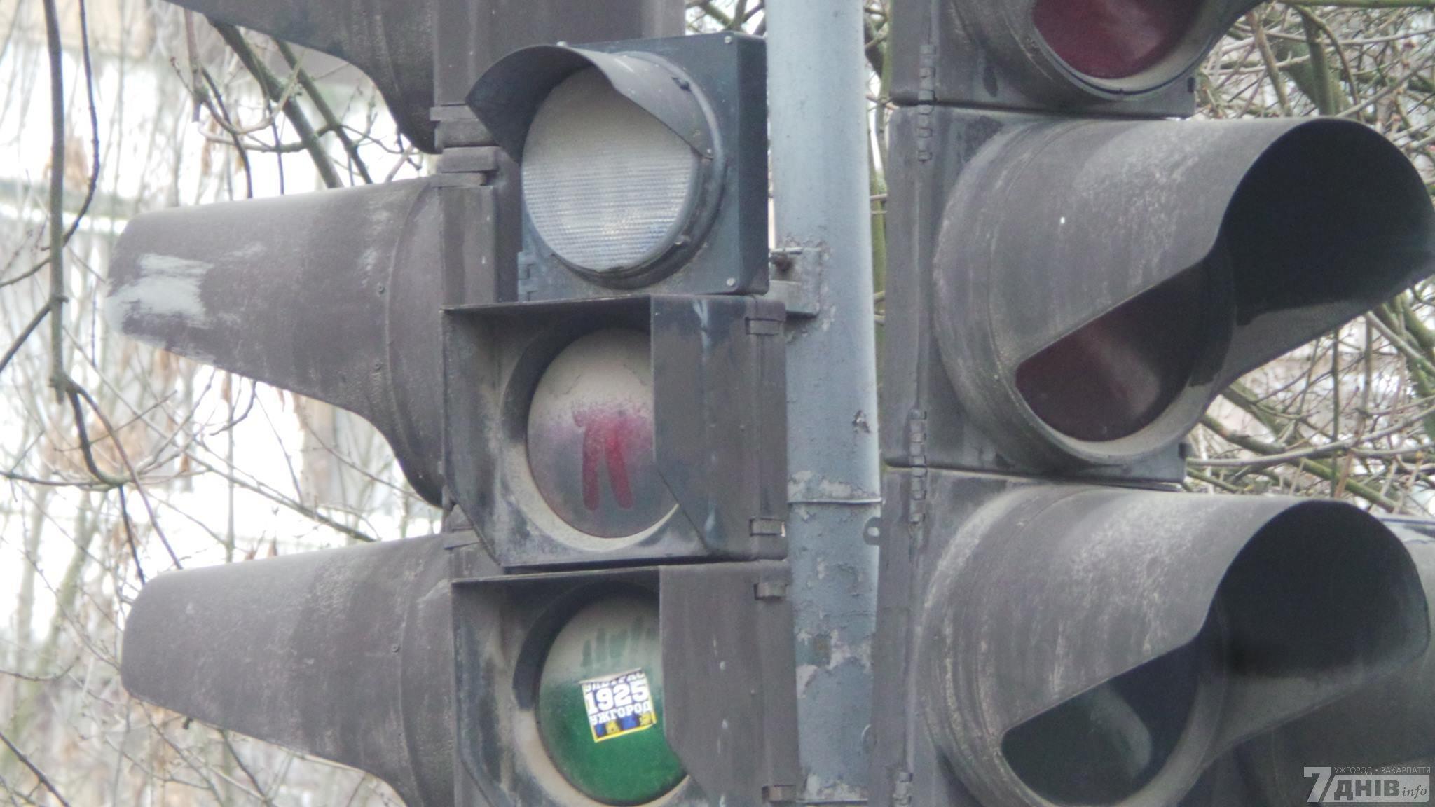 Причина отключения – сгоревшая деталь светофора