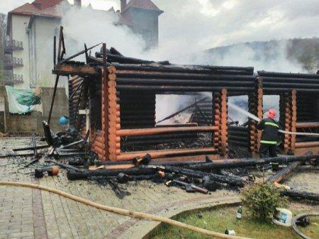 Пожаром уничтожено деревянный жилой дом с мансардой