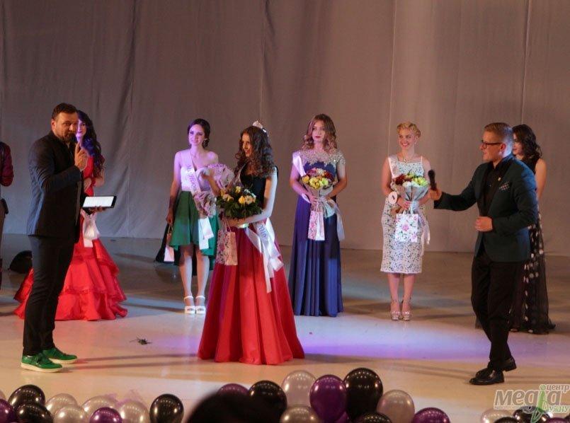 Корону получила участница Виктория Цендра