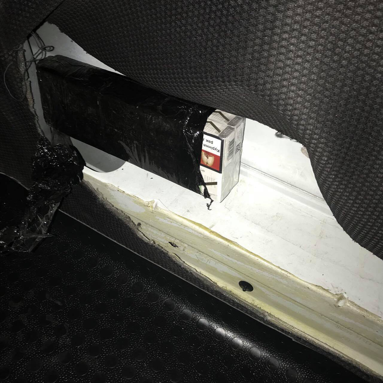 В Закарпатье за контрабанду сигарет изъяли авто стоимостью почти 400 тыс. грн