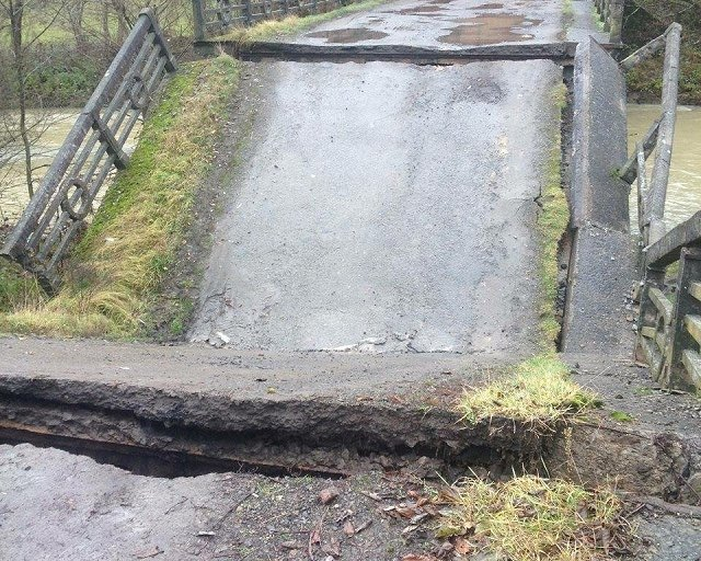 В закарпатском селе обрушился бетонный мост