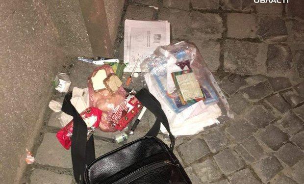 В Ужгороде трое неизвестных ограбили мужчину в районе вокзала