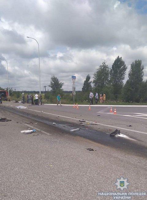 ДТП на трассе Киев-Чоп погибли 10 человек, еще 10 травмированы