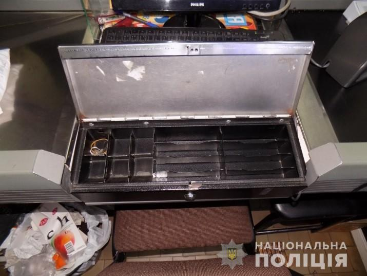 В Закарпатье 20 и 21-летние парни ограбили магазин на 20 тысяч гривен