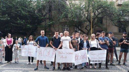 На Закарпатье устроили пикет в связи со смертью 5-летнего мальчика от рук копов