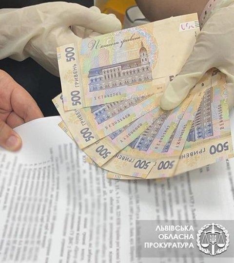 """Во Львове взяли """"на горячем"""" начальницу одного из отделов миграционной службы"""