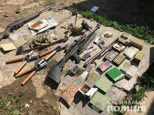 В Закарпатье человек хранил дома целый арсенал оружия