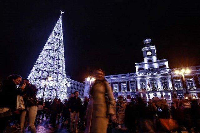 Рождественская ель в Мадриде.