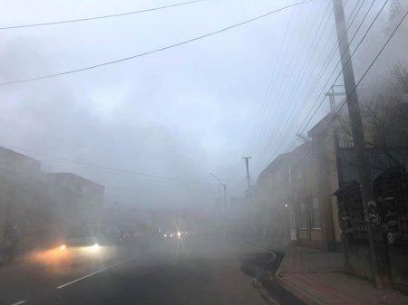 Жители встревожены: В Закарпатье целый город каждый день окутывает густой дым