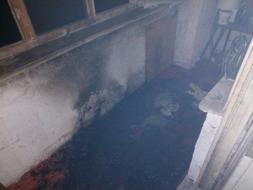 Эвакуировали весь дом: На Закарпатье по непонятным причинам пылала квартира в многоэтажке