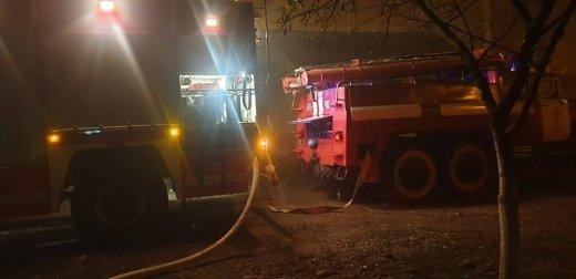 Эвакуация и горячий вечер: На Закарпатье сильный пожар охватил квартиру в 5-этажке