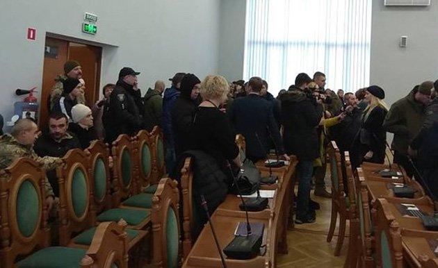 Разбили двери и захватит админздания: Во Львове активисты брали штурмом горсовет