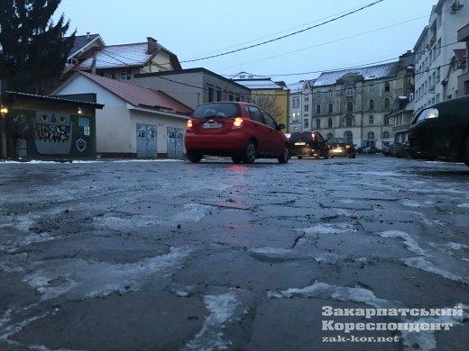 Дороги полностью парализованы: Ужгород накрыл страшный гололед