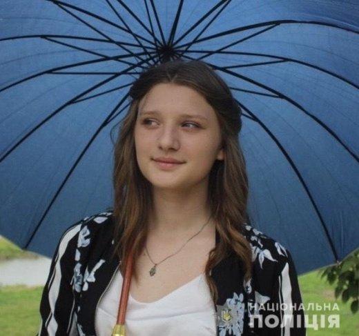 Забрала вещи и пропала: В Мукачево повсюду разыскивают 15-летнюю девочку