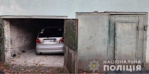 Разбитые стёкла, снятые колёса: В Закарпатье женщина была ошарашена, обнаружив свой автомобиль утром