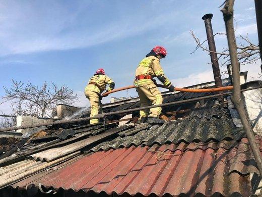Возле Ужгорода загорелась баня вместе с владельцами, которые были внутри