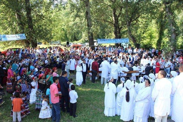 Водное крещение цыган в Виноградово