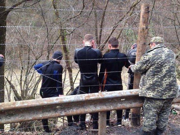 Закарпатские пограничники поймали 14 контрабандистов в гидрокостюмах
