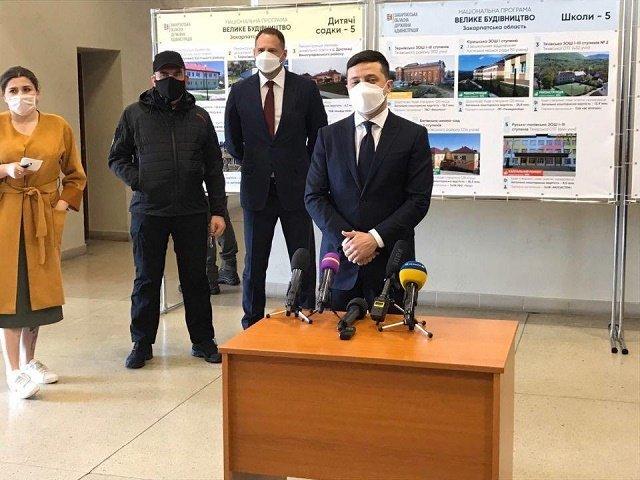 На Закарпатті президент Зеленський відвідав КПП «Тиса»