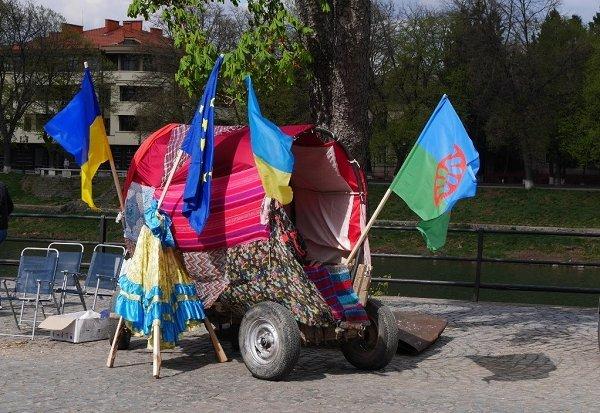 Международный День ромов отмечали ярким действом в центре Ужгорода