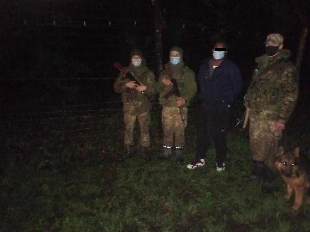 Возле Ужгорода в лесу скрывались странные личности