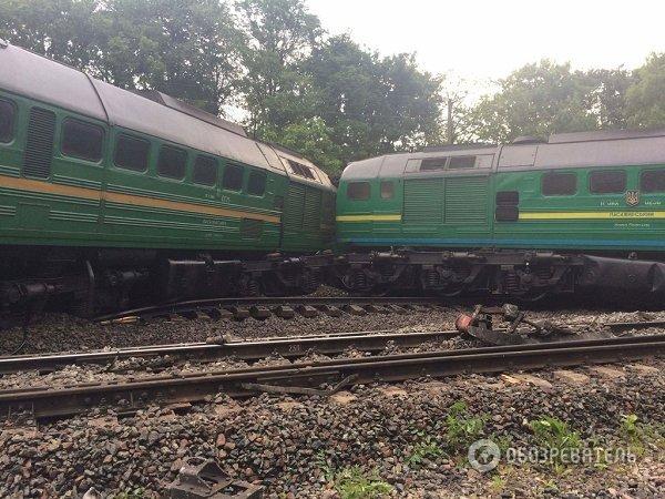 В Хмельницкой области локомотив столкнулся с пассажирским поездом