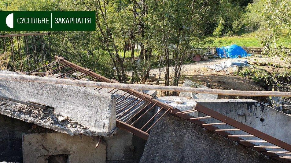 """Закарпатье и разрушительные паводки. Власть вместо снесенных водой мостов """"разродилась"""" только на """"две доски"""""""