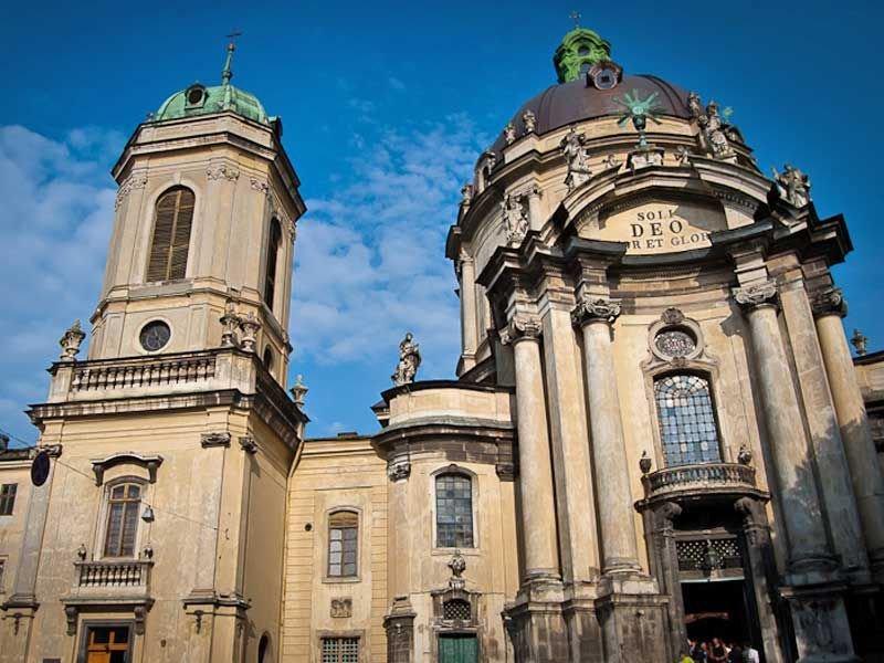 Величний і суворий Домініканський костел