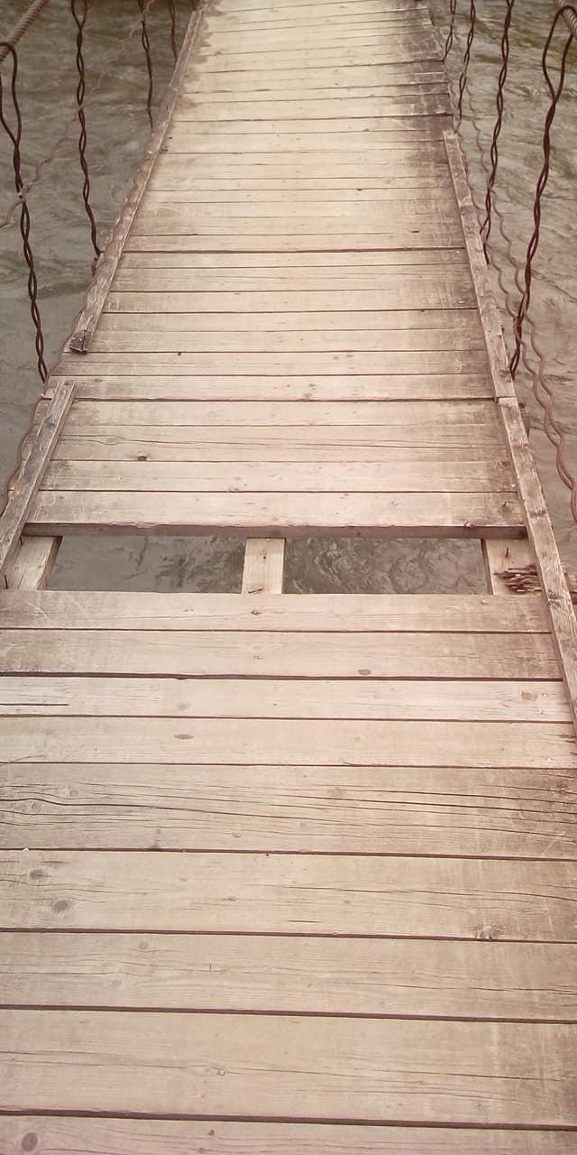 В Закарпатье мост, соединяющий два села, вот-вот рухнет