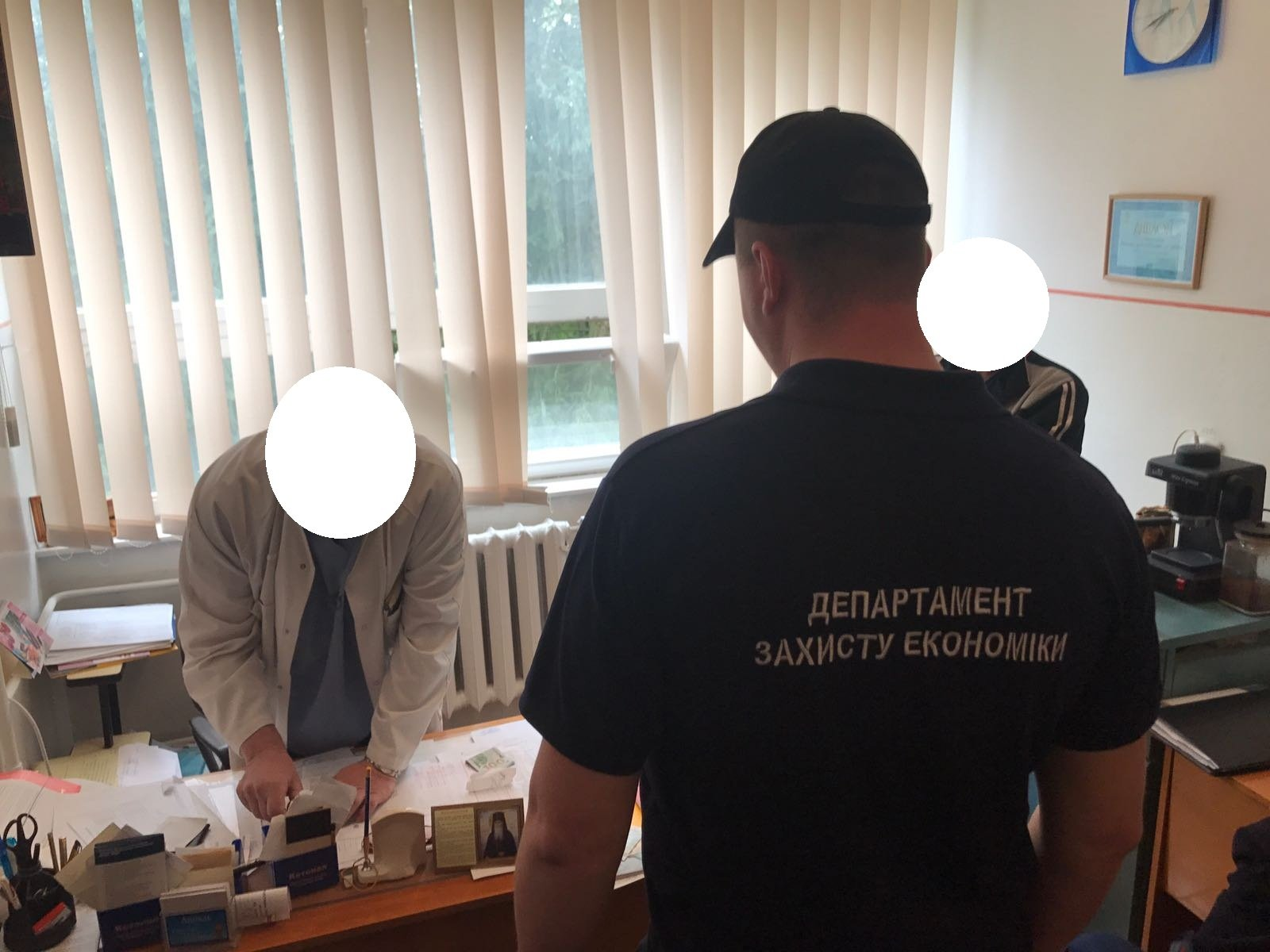 Завідувач пологового відділення Хустської ЦРЛ попався на хабарі в 400$ США