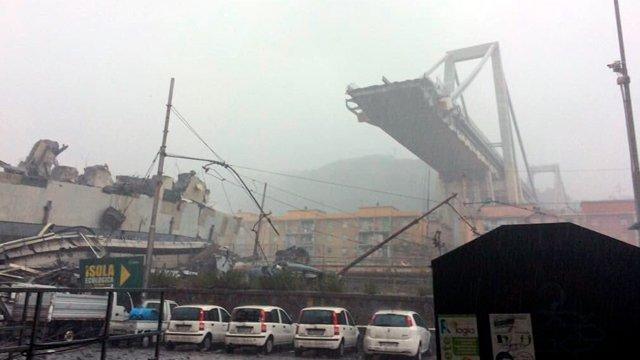 В итальянском городе Генуя обрушился автомобильный мост