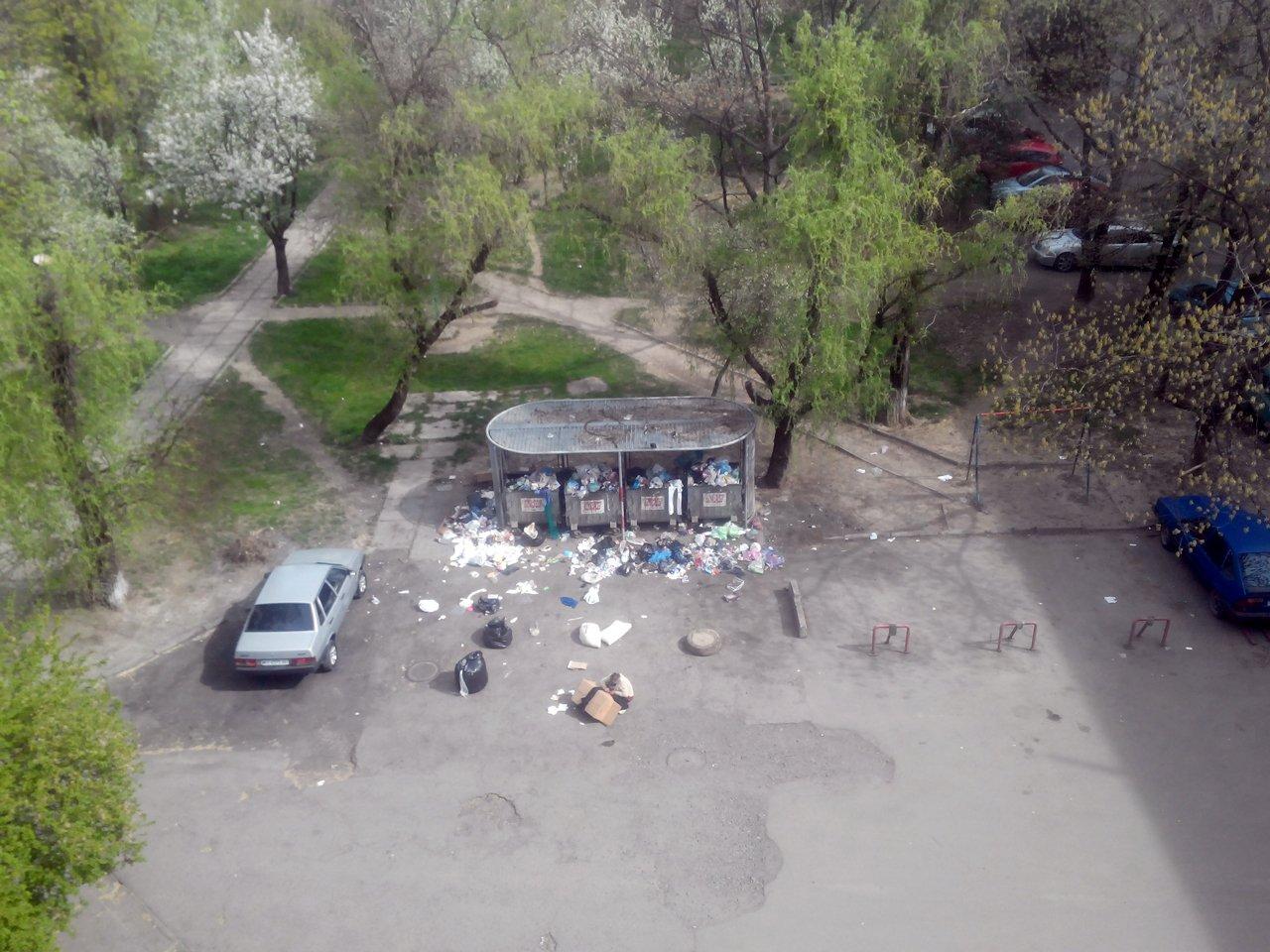 """""""АВЕ Ужгород"""" перестали вывозить мусор со двров по выходным"""