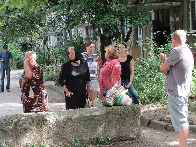 Бетонные блоки на Заньковецкой демонтировать не удалось