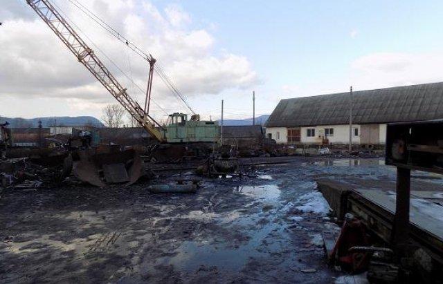 На Закарпатье трое мужчин и женщина выбивали из должника 15 тыс гривен