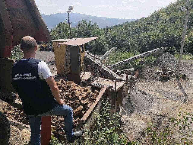 Полиция разоблачила незаконную добычу андезита в Закарпатье