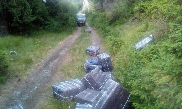 """В Закарпатье контрабандисты """"оставили"""" пограничникам джип и партию сигарет"""