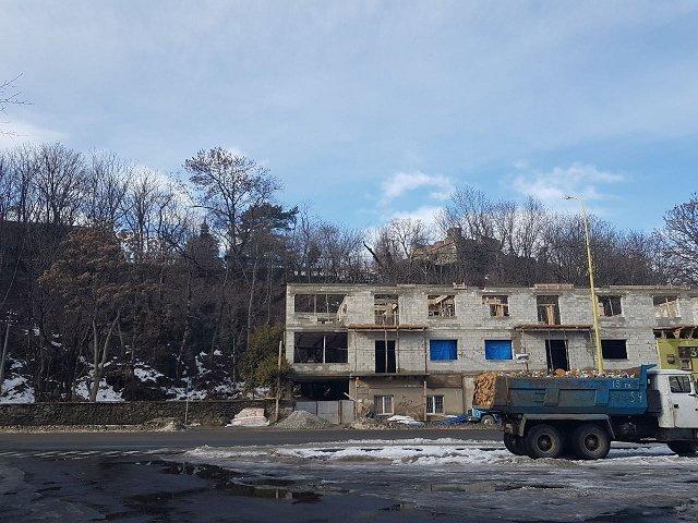 В историческом ареале Ужгородского замка строят еще одно одоробло