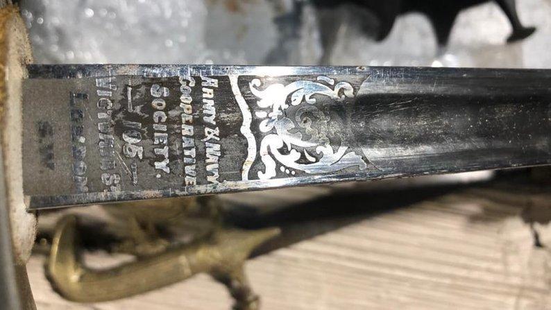Антикварні дива! На кордоні Закарпаття у галичанина знайшли старовинну зброю