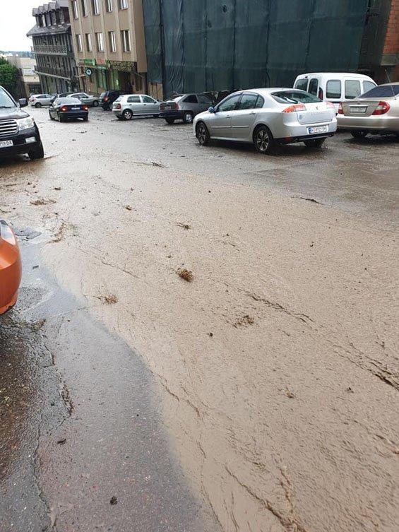 В Закарпатье ливень, который льет без остановки, затапливает улицы