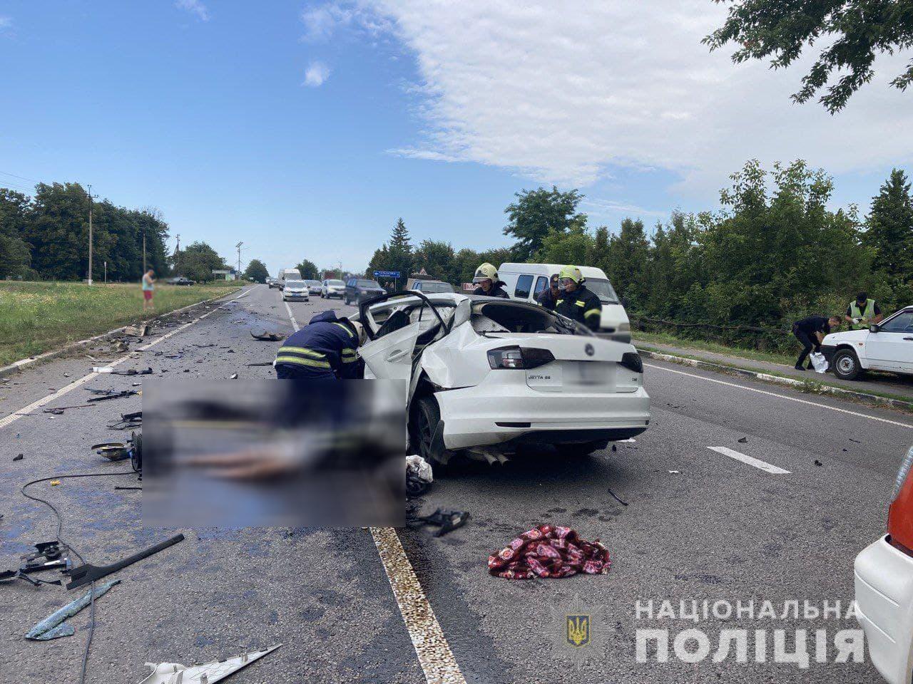 Опубликованы поистине жуткие кадры с места ДТП, где погиб полицейский из Закарпатья с женой и маленькой дочерью