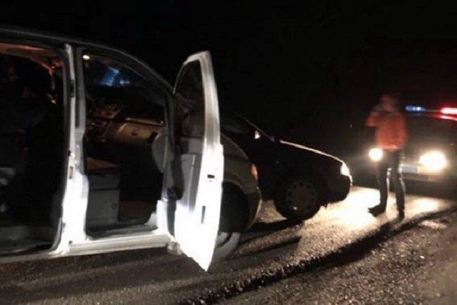 Закарпатские правоохранители обнаружили в микроавтобусе 7 нелегалов