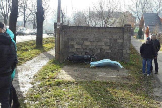 На Закарпатье врезавшись в бетонное ограждение погиб мотоциклист