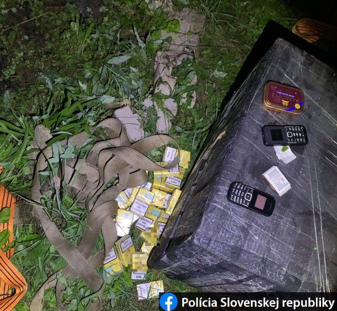 В Словакии задержали 7 жителей Закарпатья с 9 ящиками сигарет - из них 6 детей