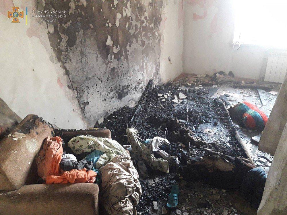 В Ужгороде из многоэтажки валил густой дым