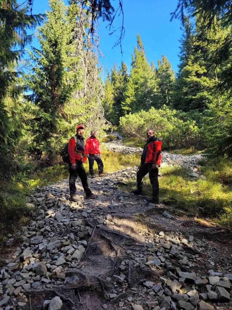 Вторые сутки поиска: В Закарпатье спасатели показали как разыскивают исчезнувшего грибника