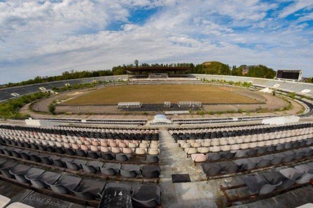 """Стадион """"Шахтер"""" в Донецке уходит в упадок"""
