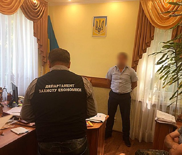 В Закарпатье судья получил взятку через чиновника Пенсионного фонда