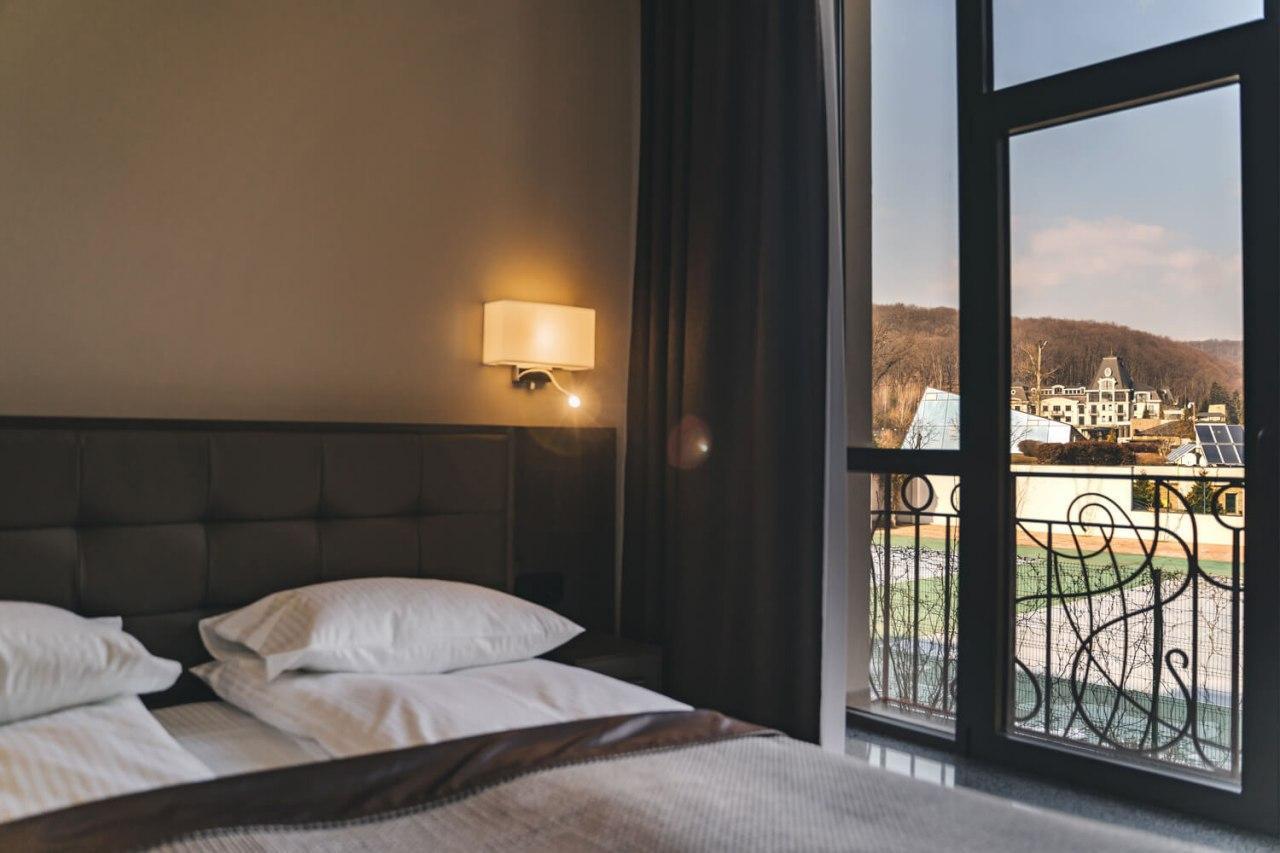 Президент Зеленский остановился в одном из самых роскошных комплексов на Закарпатье