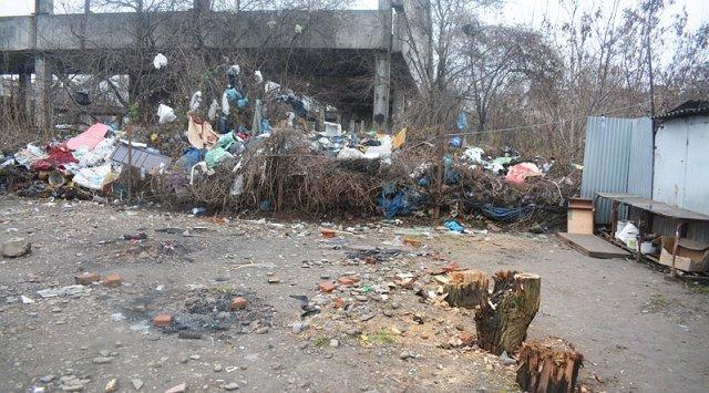 """Ужгородский рынок """"Белочка"""" превращается в свалку мусора"""